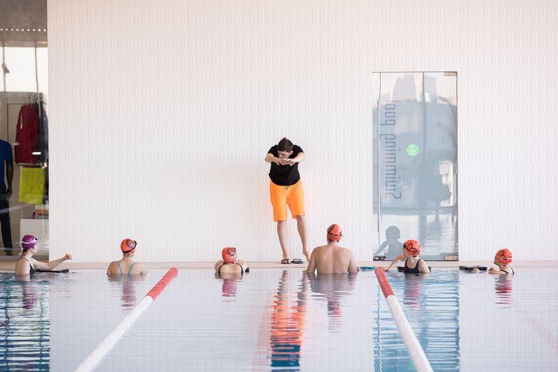 как учат плавать в бассейне взрослых
