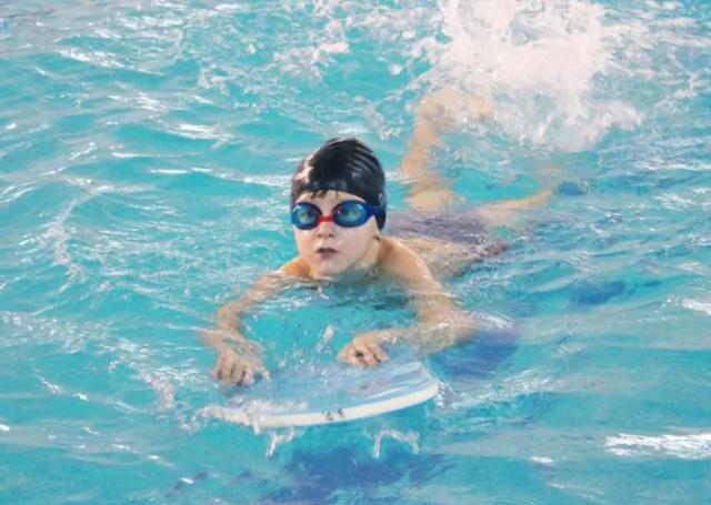 обучение плаванию детей 3 и 4 лет