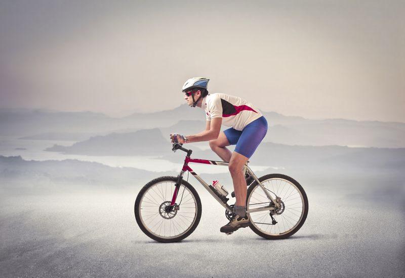 зачем велосипедисты бреют ноги